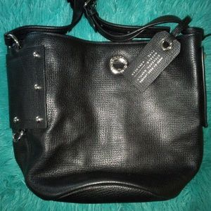 Marc Jacobs Bags - Marc Jacobs Leather Bucket bag